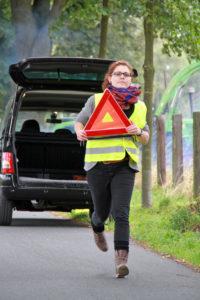 Absicherung von Unfallstellen mit Warndreieck